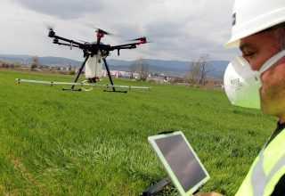 Artık tarlalar drone ile ilaçlanıyor !