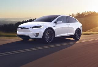 Tesla Model X Hacklendi!