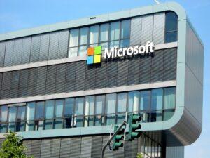 Microsoft Chrome OS rakibi Windows 10X'in geliştirilmesini duraklatıyor