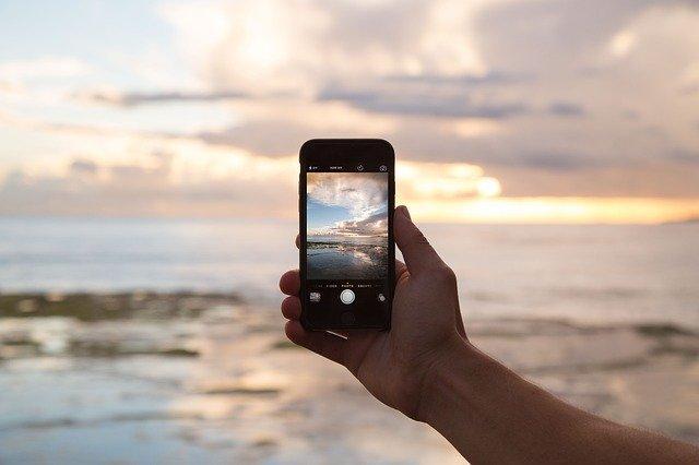 Akıllı Telefonların Seyahatinizde Yardımcı Olabileceği 12 Yol